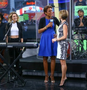 Rachel Platten, Robin Robertts and Amy Robach on GMA